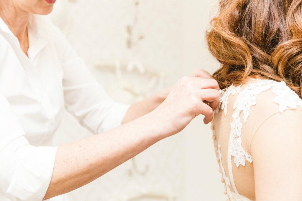 Hochzeitsblume Brautkleidanprobe