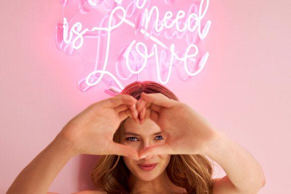 Brautkleid all you need is love