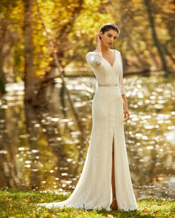 Braut mit Langarmbrautkleid