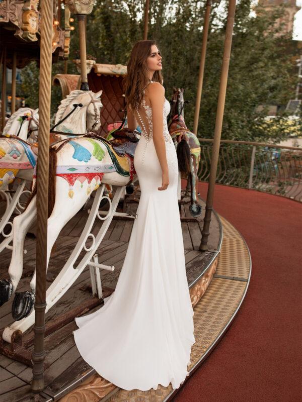Brautkleid Salzgitter figurbetontes Brautkleid sexy mit tiefem Rückenausschnitt und seitlichen Cut-outs (2)
