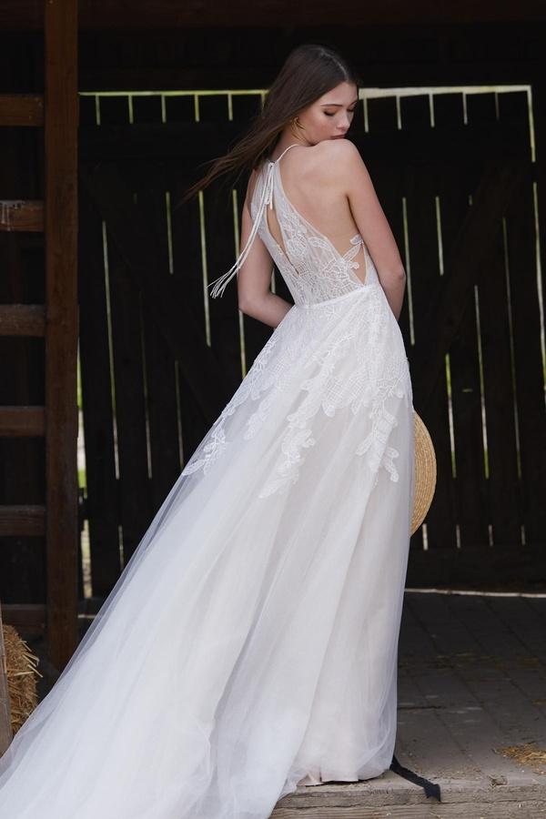 Rosa Brautkleid mit Bändern