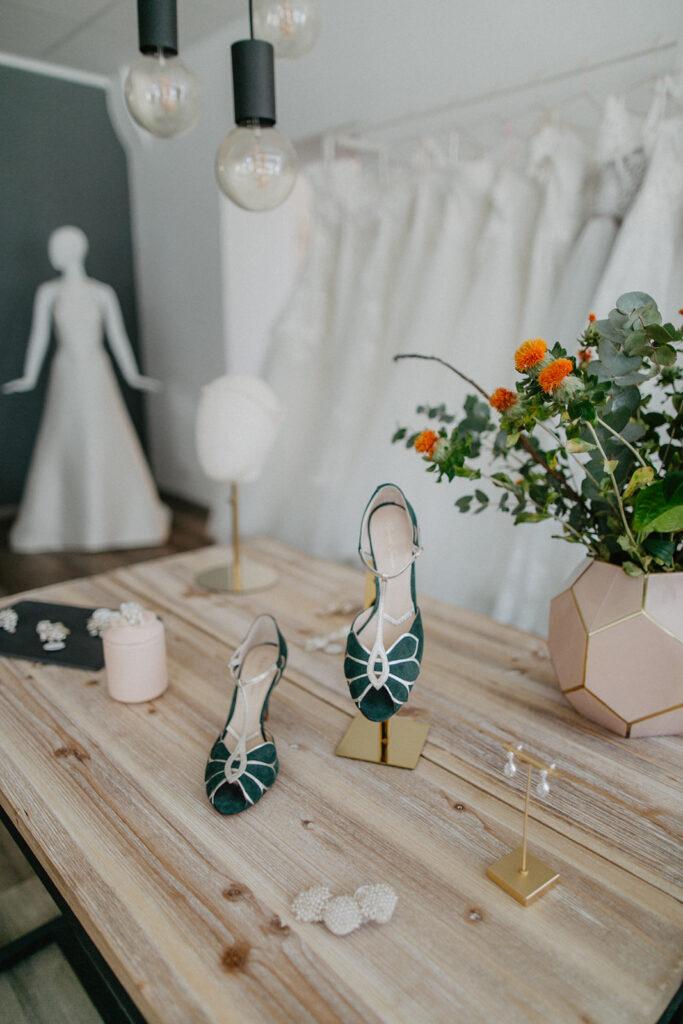 Brautaccessoires-Brautschuhe-Haarschmuck-und-Schmuck-für-die-Hochzeit